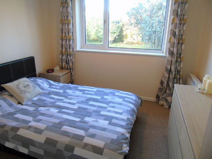 Semi Detached Bungalow, 2 bedroom Property for sale in Redruth, Cornwall for £200,000, view photo 10.