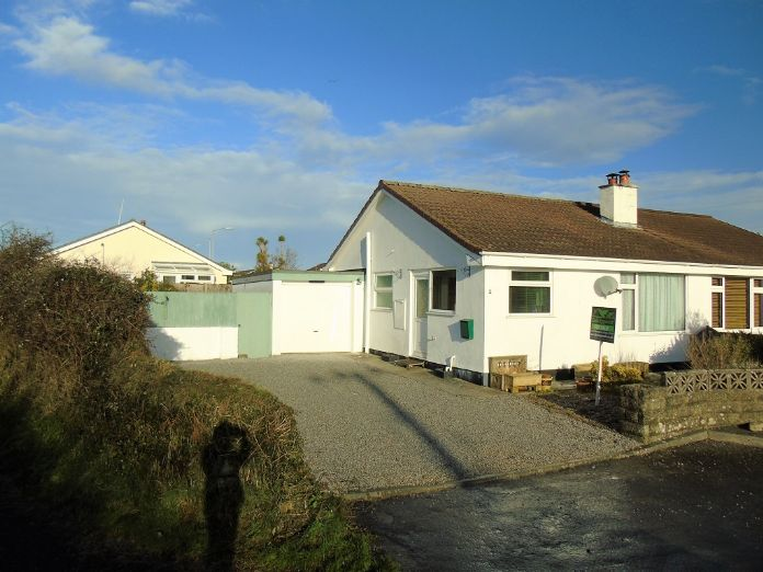 Semi Detached Bungalow, 2 bedroom Property for sale in Redruth, Cornwall for £200,000, view photo 13.