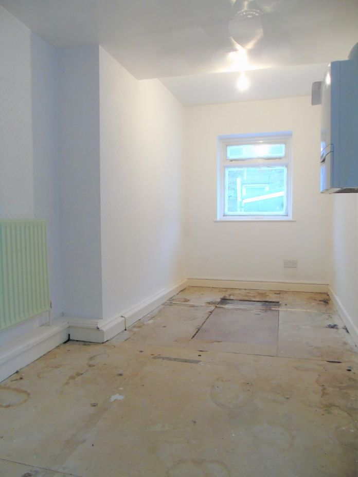Terraced, House, 3 bedroom Property for sale in Penzance, Cornwall for £140,000, view photo 15.