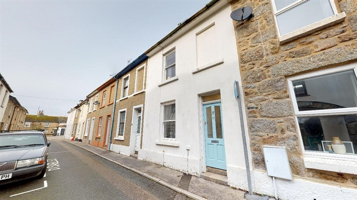 Terraced, 2 bedroom Property for sale in Penzance, Cornwall for £180,000, view photo 1.