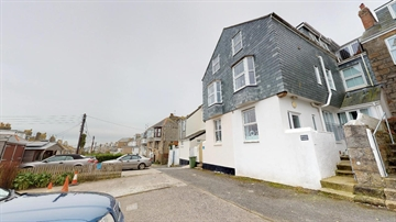 Holiday Home, Flat for sale in St Ives: St Ives, Cornwall, £150,000