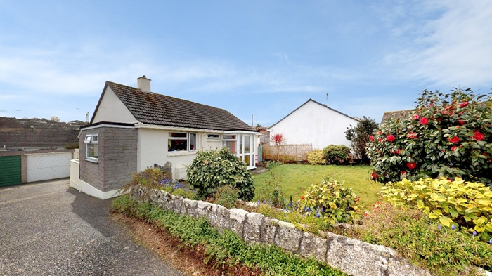 Detached Bungalow, 2 bedroom Property for sale in Penzance, Cornwall for £250,000, view photo 4.