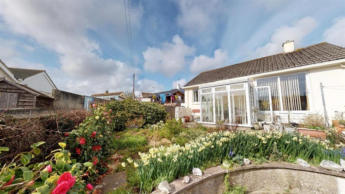 Detached Bungalow, 2 bedroom Property for sale in Penzance, Cornwall for £250,000, view photo 5.