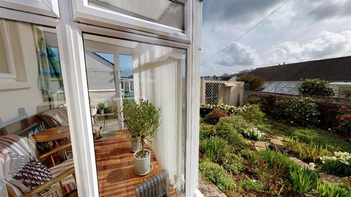 Detached Bungalow, 2 bedroom Property for sale in Penzance, Cornwall for £250,000, view photo 6.