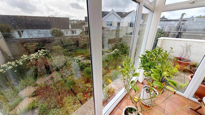 Detached Bungalow, 2 bedroom Property for sale in Penzance, Cornwall for £250,000, view photo 7.