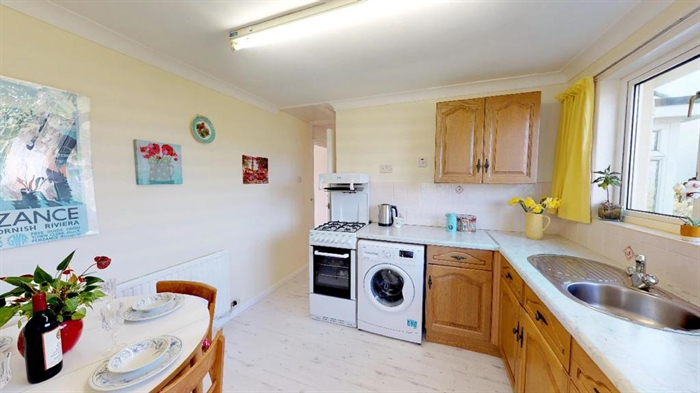 Detached Bungalow, 2 bedroom Property for sale in Penzance, Cornwall for £250,000, view photo 12.