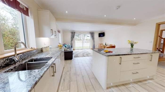Detached House, 4 bedroom Property for sale in Hayle, Cornwall for £425,000, view photo 11.
