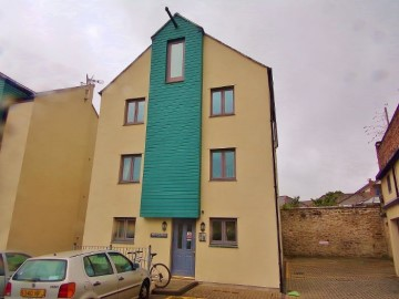 Flat sold in Falmouth: 1 Tresooth House, Quayside, Penryn, Cornwall.  TR10 8GX, £190,000