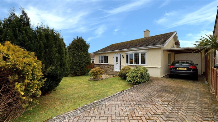 Detached Bungalow, 3 bedroom Property for sale in Carbis Bay, Cornwall for £375,000, view photo 1.