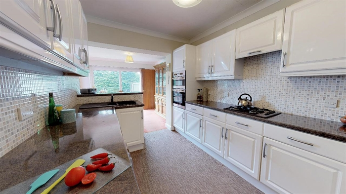 Detached Bungalow, 3 bedroom Property for sale in Carbis Bay, Cornwall for £375,000, view photo 7.
