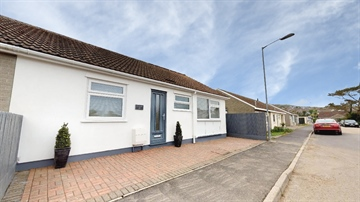 Semi Detached Bungalow for sale in Carbis Bay: Polwithen Drive, Carbis Bay, TR26 2SP, £335,000