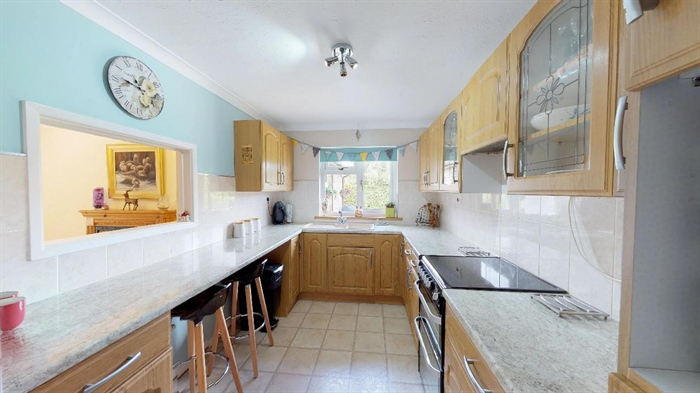 Detached Bungalow, 4 bedroom Property for sale in Goldsithney, Cornwall for £450,000, view photo 9.