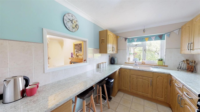 Detached Bungalow, 4 bedroom Property for sale in Goldsithney, Cornwall for £450,000, view photo 10.