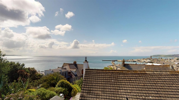 House, 4 bedroom Property for sale in Penzance, Cornwall for £325,000, view photo 11.