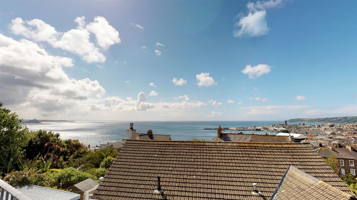 House, 4 bedroom Property for sale in Penzance, Cornwall for £325,000, view photo 15.