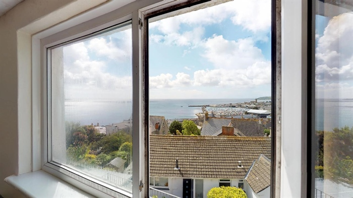 House, 4 bedroom Property for sale in Penzance, Cornwall for £325,000, view photo 18.