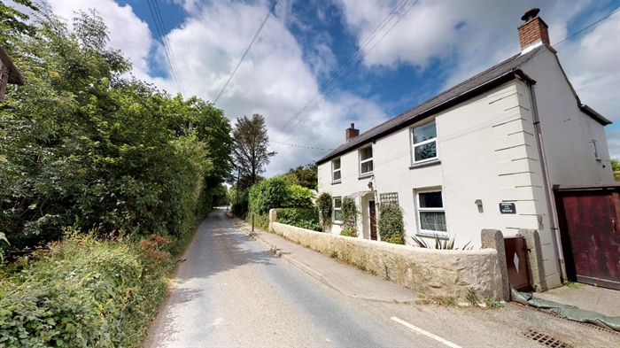 Detached House, 4 bedroom Property for sale in Redruth, Cornwall for £250,000, view photo 1.