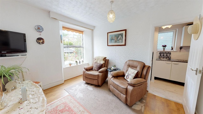 Flat, 1 bedroom Property for sale in Penzance, Cornwall for £112,000, view photo 4.