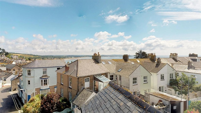 Maisonette, 2 bedroom Property for sale in Penzance, Cornwall for £155,000, view photo 2.