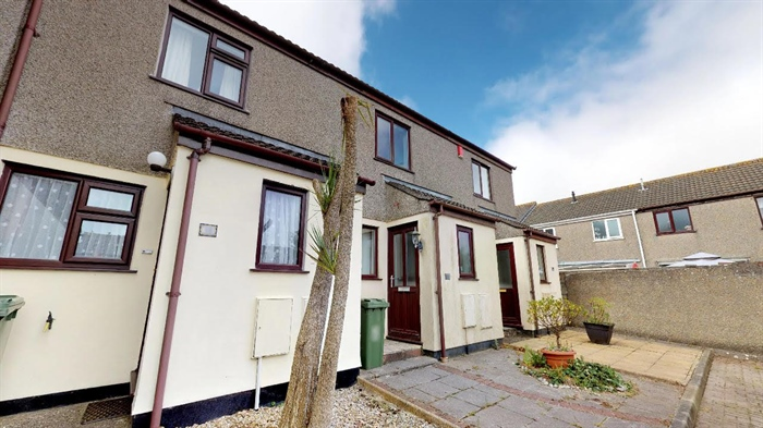 End of Terrace, House, 2 bedroom Property for sale in Hayle, Cornwall for £170,000, view photo 2.