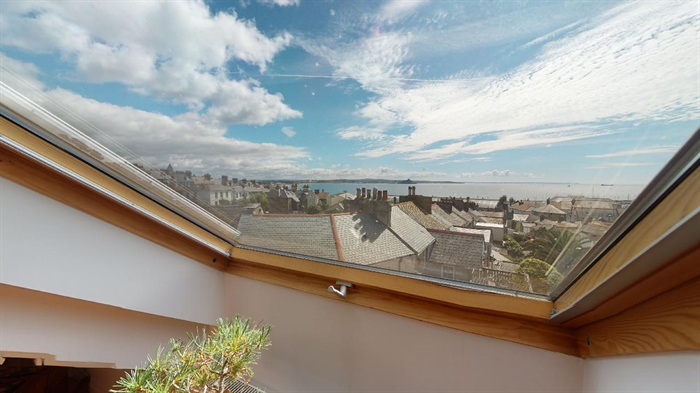 Maisonette, 2 bedroom Property for sale in Penzance, Cornwall for £250,000, view photo 2.